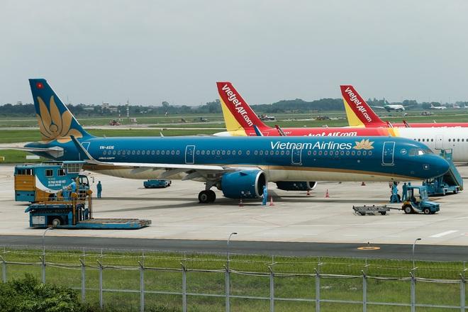 [ẢNH] Chuyến bay đầu tiên đưa 207 người mắc kẹt ở tâm dịch Đà Nẵng về tới Hà Nội - Ảnh 4.