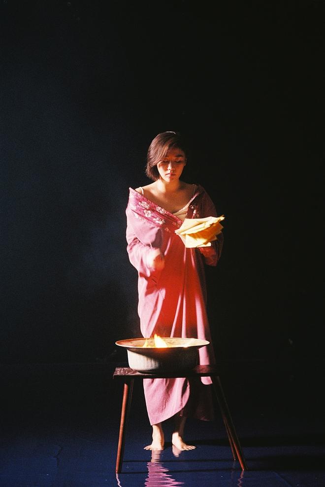 Văn Mai Hương khoe vẻ gợi cảm trong sản phẩm âm nhạc tái xuất - Ảnh 3.
