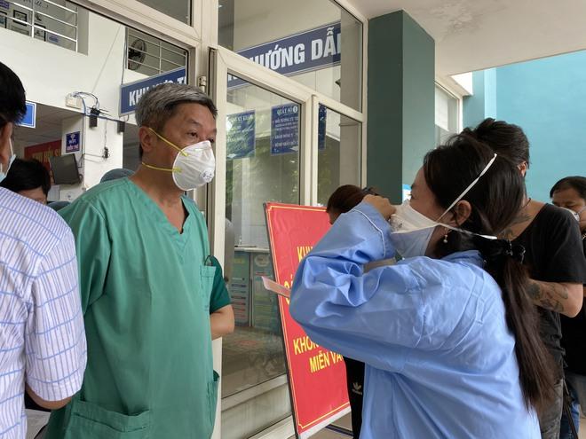Thứ trưởng Bộ Y tế gửi lời chia buồn đến thân nhân các bệnh nhân Covid-19 tử vong - Ảnh 2.