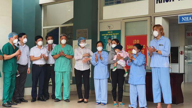 10 bệnh nhân Covid-19 ở Đà Nẵng được công bố khỏi bệnh - Ảnh 1.