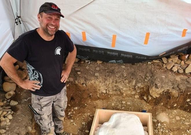 Dò kim loại trên đồng, phát hiện kho báu quốc gia vô giá 3.000 năm tuổi - Ảnh 1.