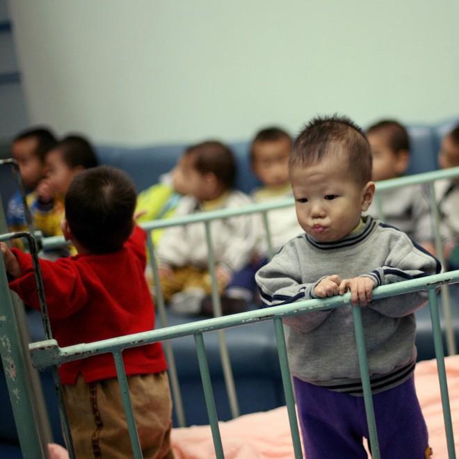 Chợ đen mua bán con nuôi ở Trung Quốc: Nơi các bé gái nông thôn bị bán rẻ làm con nuôi và bị xâm hại không thương tiếc - Ảnh 6.