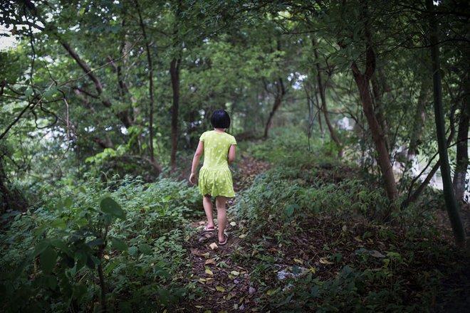 Chợ đen mua bán con nuôi ở Trung Quốc: Nơi các bé gái nông thôn bị bán rẻ làm con nuôi và bị xâm hại không thương tiếc - Ảnh 9.