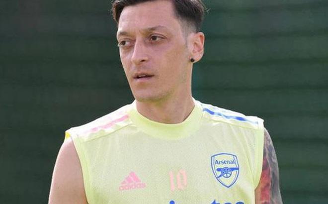 Ozil quyết bám Arsenal đến cùng