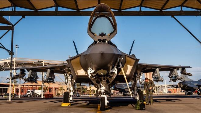 Hé lộ hình ảnh tiêm kích F-35A vận hành 'chế độ quái thú' - ảnh 4