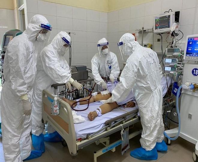 2 bệnh nhân COVID-19 nặng đã được công bố khỏi bệnh, trong đó có 1 người từng phải chạy ECMO - Ảnh 1.
