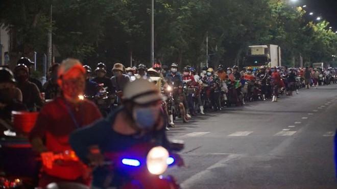 BN tái dương tính SARS-CoV-2 khi về quê, nhiều người ở Bắc Giang bị cách ly khẩn cấp; Bắc Ninh, Thanh Hóa hỏa tốc  - Ảnh 1.