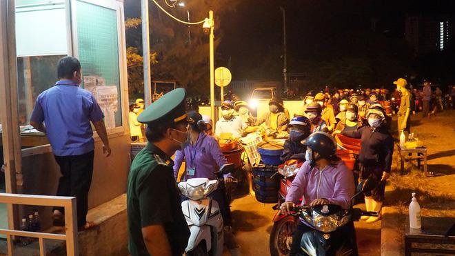 BN tái dương tính SARS-CoV-2 khi về quê, nhiều người ở Bắc Giang bị cách ly khẩn cấp; Bắc Ninh, Thanh Hóa hỏa tốc  - Ảnh 3.