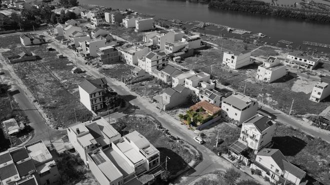 Ngôi nhà mái cỏ trong thành phố Hội An có gì mà được báo Mỹ hết lời khen? - Ảnh 1.
