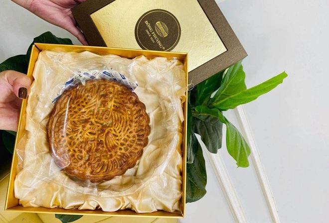 3 hàng bánh Trung thu nổi tiếng ngon rẻ, khách xếp hàng như thời bao cấp - Ảnh 2.