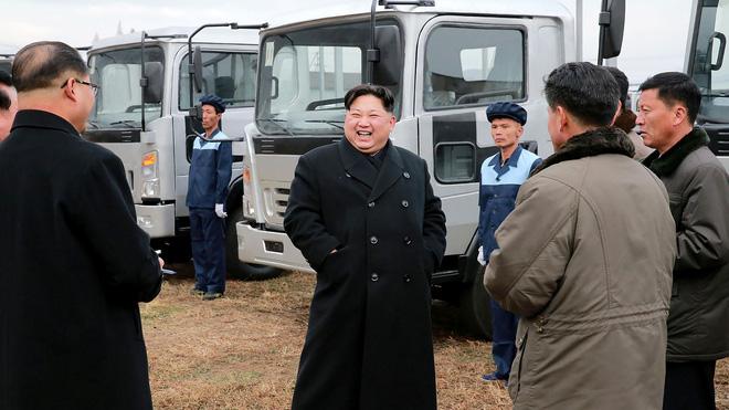 Ông Kim Jong-un lái xe Lexus, vậy người dân Triều Tiên chuộng hàng nhập khẩu hay nội địa? - Ảnh 1.