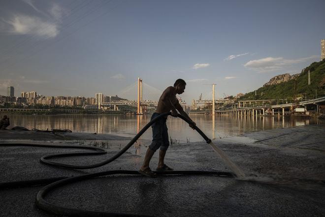 Trung Quốc ngăn lũ: Kế hoạch hoành tráng ở Bắc Kinh, địa phương thực hiện kiểu treo đầu dê? - Ảnh 3.