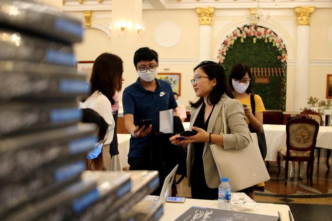 Giữa Covid-19, có một cuốn sách phá kỷ lục xuất bản ở Việt Nam - Ảnh 1.