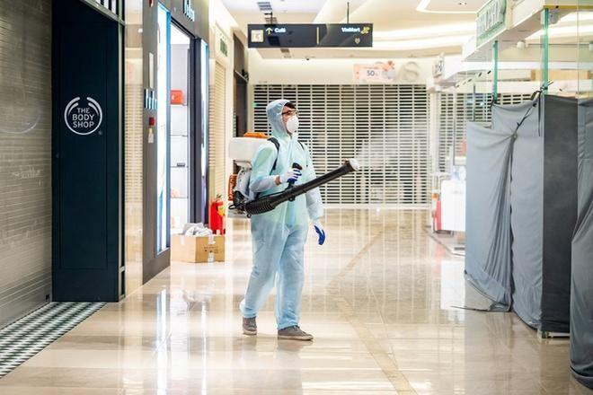 Bệnh nhân thứ 11 ở Hà Nội dự 7 cuộc liên hoan cùng công ty chồng trong 9 ngày - Ảnh 1.