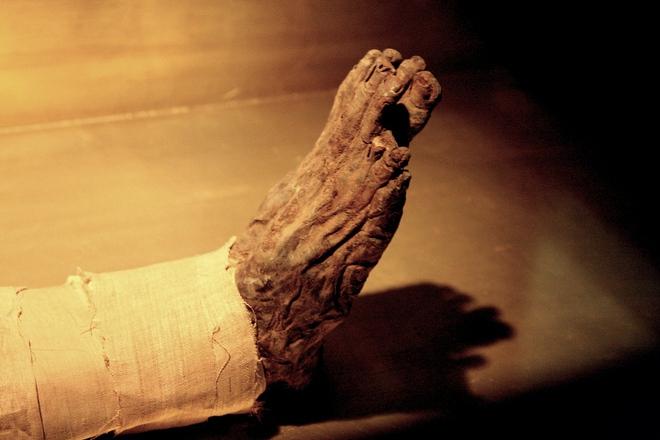Giải mã bí ẩn đáng sợ trong kim tự tháp Ai Cập: Lăng mộ trống hoác, xác ướp đã đi đâu? - Ảnh 1.