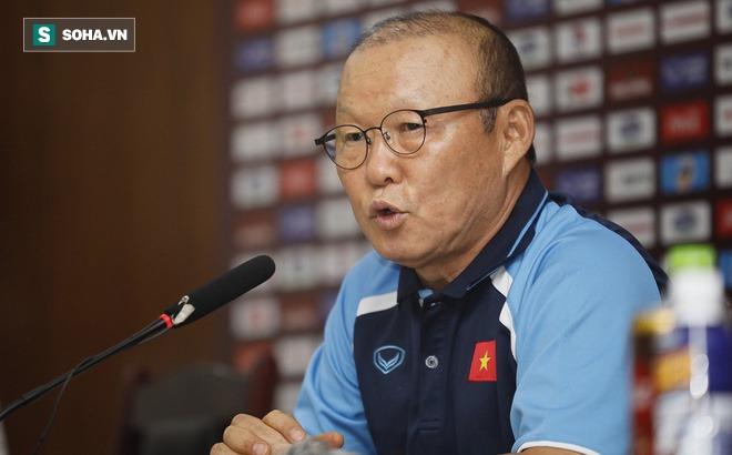 Bị hỏi về chuyện giảm lương, thầy Park bức xúc: