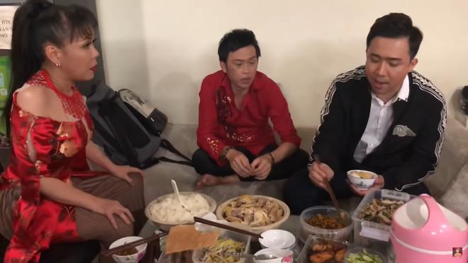 Danh hài Việt Hương: Sống không phải nghĩ đến tiền và con người thật sau ánh hào quang - Ảnh 4.
