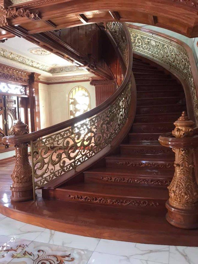 Đại gia Bình Dương rao bán căn biệt thự ốp gỗ, chạm trổ, dát vàng vô cùng cầu kỳ - Ảnh 3.