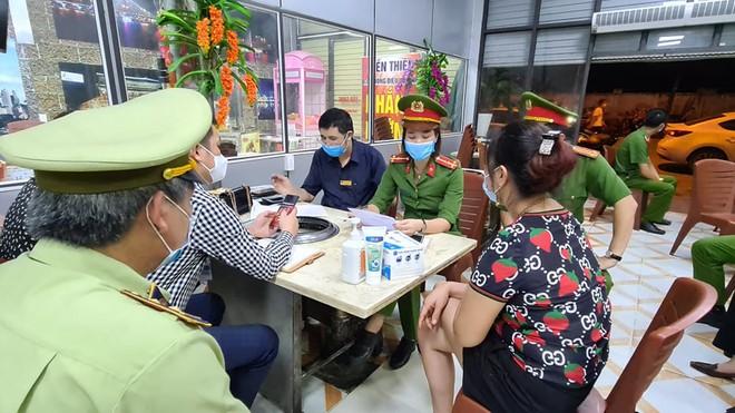 Chửi bới nữ khách, chủ quán nướng Hiền Thiện ở Bắc Ninh có thể đối diện hình phạt nào? - Ảnh 3.
