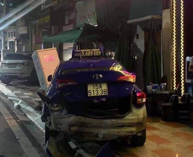 Hiện trường vụ xe Lexus gây tai nạn liên hoàn ở Hải Phòng - Ảnh 5.