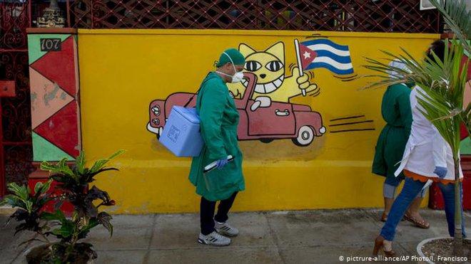 Từ vắc xin viêm gan B đến vắc xin Covid-19: Cuba muốn lập 2 kỷ lục về vắc xin dạng nhỏ mũi đầu tiên trên thế giới? - Ảnh 1.