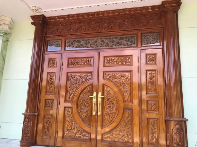 Đại gia Bình Dương rao bán căn biệt thự ốp gỗ, chạm trổ, dát vàng vô cùng cầu kỳ - Ảnh 5.