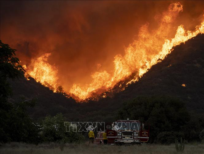 Sơ tán gần 8.000 người do cháy rừng tại Nam California - ảnh 1