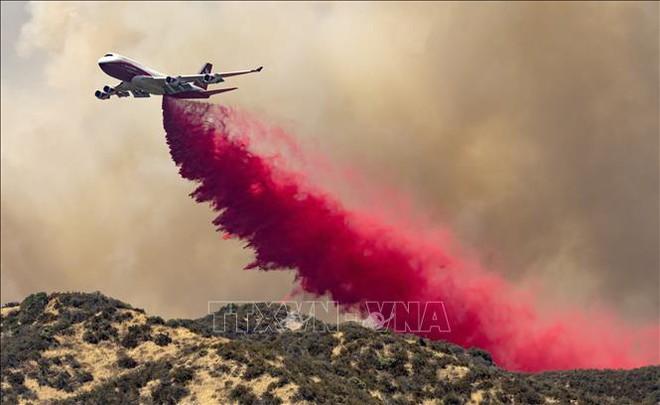Sơ tán gần 8.000 người do cháy rừng tại Nam California - ảnh 2