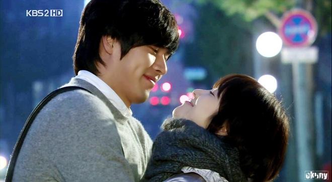 Loạt khoảnh khắc ngọt ngào giữa Song Hye Kyo - Hyun Bin sau 10 năm xem lại vẫn mê mẩn - Ảnh 10.
