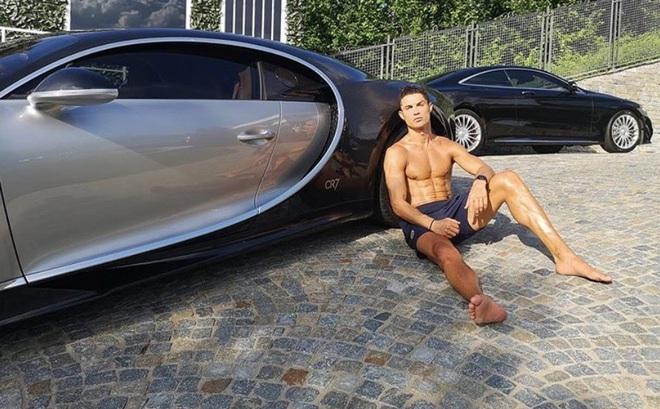 Ronaldo mua siêu xe Bugatti 8,5 triệu bảng mừng Juventus vô địch Serie A