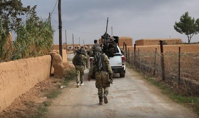 Hơn 8.000 xe quân sự Thổ Nhĩ Kỳ đổ bộ sang lãnh thổ Syria - Ảnh 1.