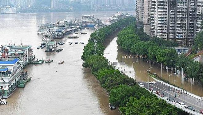 Trung Quốc gấp rút đối phó đỉnh lũ siêu lớn trên sông Trường Giang - Ảnh 3.