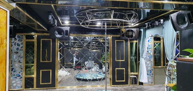 Việt Anh khoe nhà mới có cả phòng nghe nhạc và hầm rượu vang sang trọng - Ảnh 3.