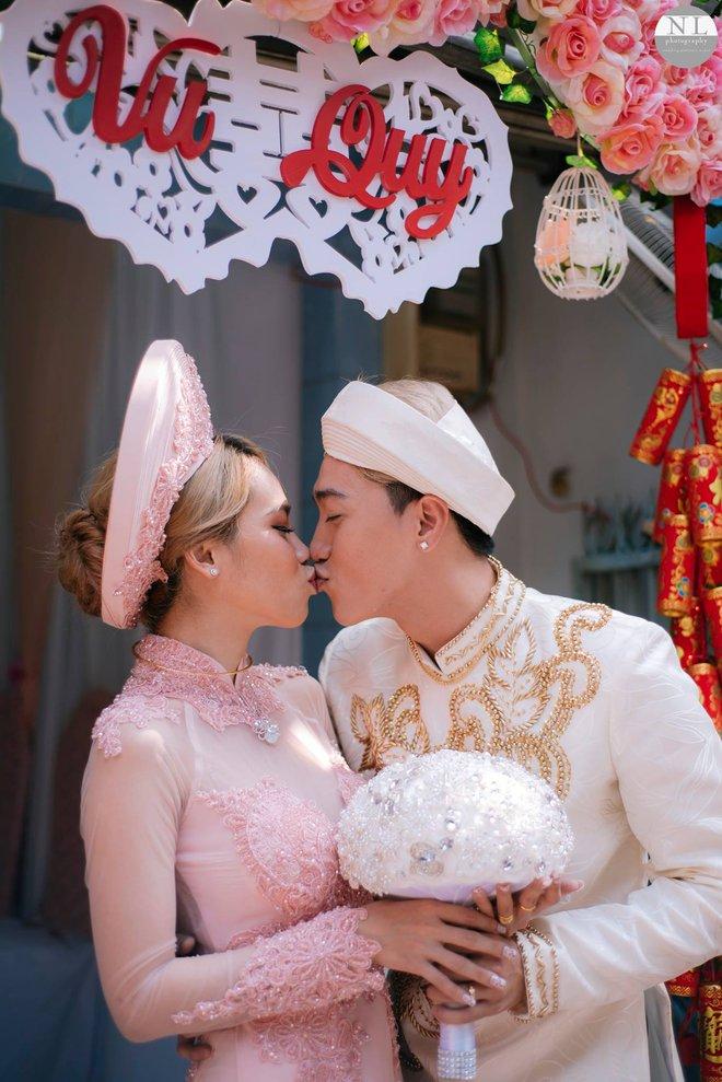 Nhiều biến cố, thử thách khủng khiếp nhưng 2 cặp đôi này có tình yêu đẹp nhất showbiz Việt - Ảnh 1.