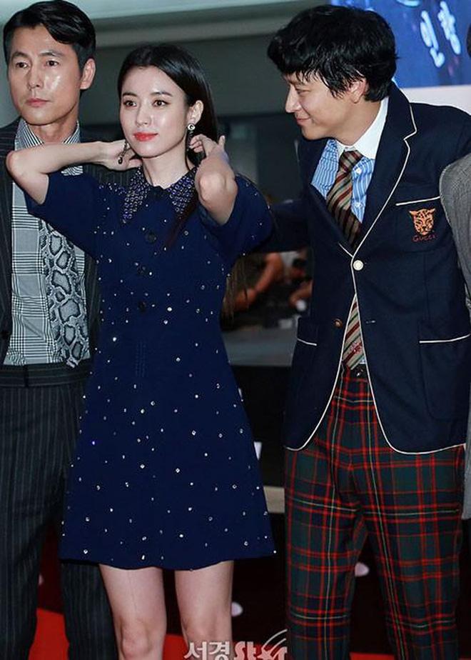 Bốn nữ thần trong series phim 4 mùa đình đám Hàn Quốc: Son Ye Jin - Song Hye Kyo vướng tin đồn tình ái với cùng một người, Choi Ji Woo viên mãn bên chồng con, còn người cuối cùng vẫn im hơi lặng tiếng - Ảnh 29.