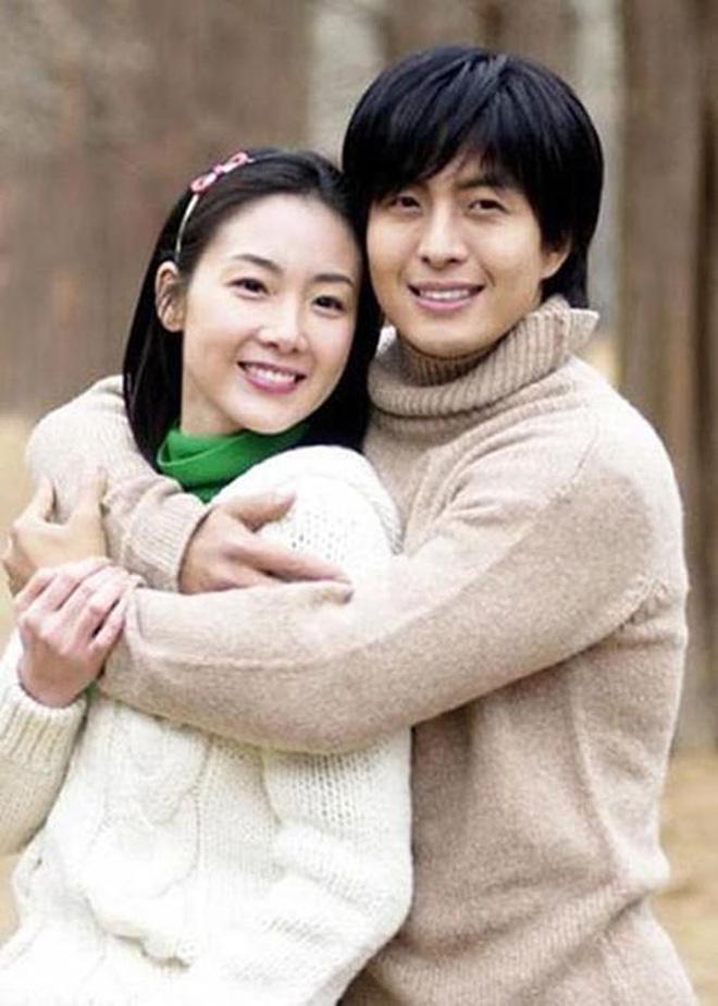 Bốn nữ thần trong series phim 4 mùa đình đám Hàn Quốc: Son Ye Jin - Song Hye Kyo vướng tin đồn tình ái với cùng một người, Choi Ji Woo viên mãn bên chồng con, còn người cuối cùng vẫn im hơi lặng tiếng - Ảnh 8.