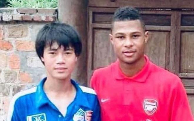 Văn Toàn thích thú chia sẻ bức ảnh quý với ngôi sao giúp Bayern Munich vào chung kết Champions League: Anh đá thế sao em theo kịp
