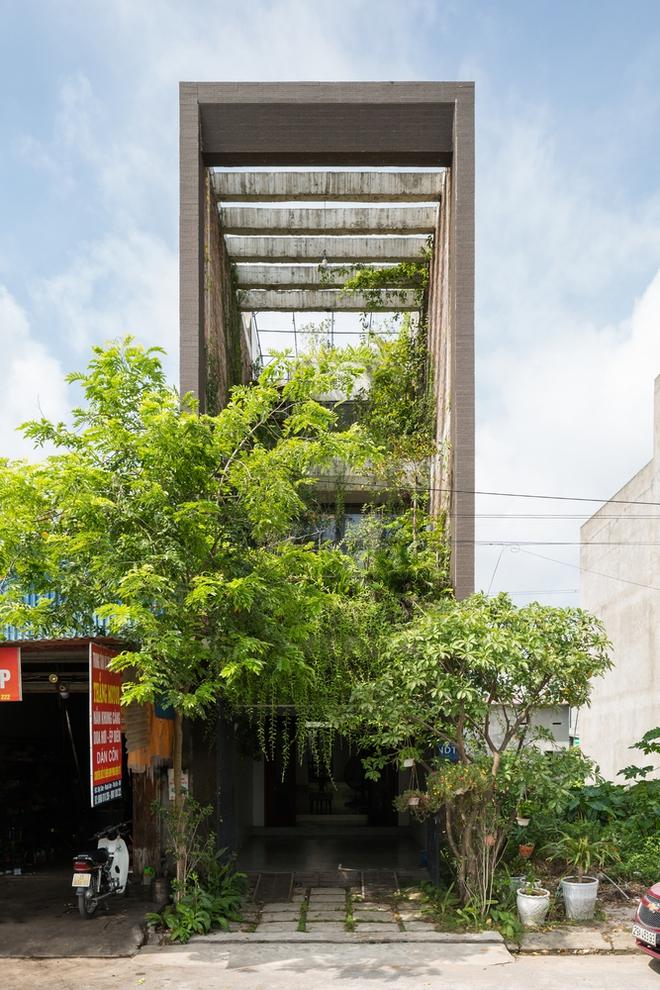Ngôi nhà nhỏ, hẹp, nằm ở khu dân cư đông đúc, chật chội và ồn ào tại Bắc Ninh lên báo Mỹ - Ảnh 1.