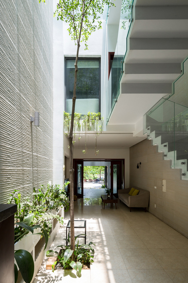 Ngôi nhà nhỏ, hẹp, nằm ở khu dân cư đông đúc, chật chội và ồn ào tại Bắc Ninh lên báo Mỹ - Ảnh 2.