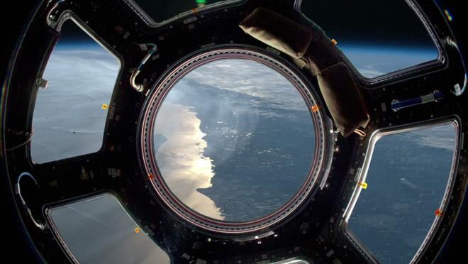 Trạm Vũ trụ Quốc tế gặp trục trặc bất ngờ, phi hành gia đi trú ẩn - Ảnh 2.