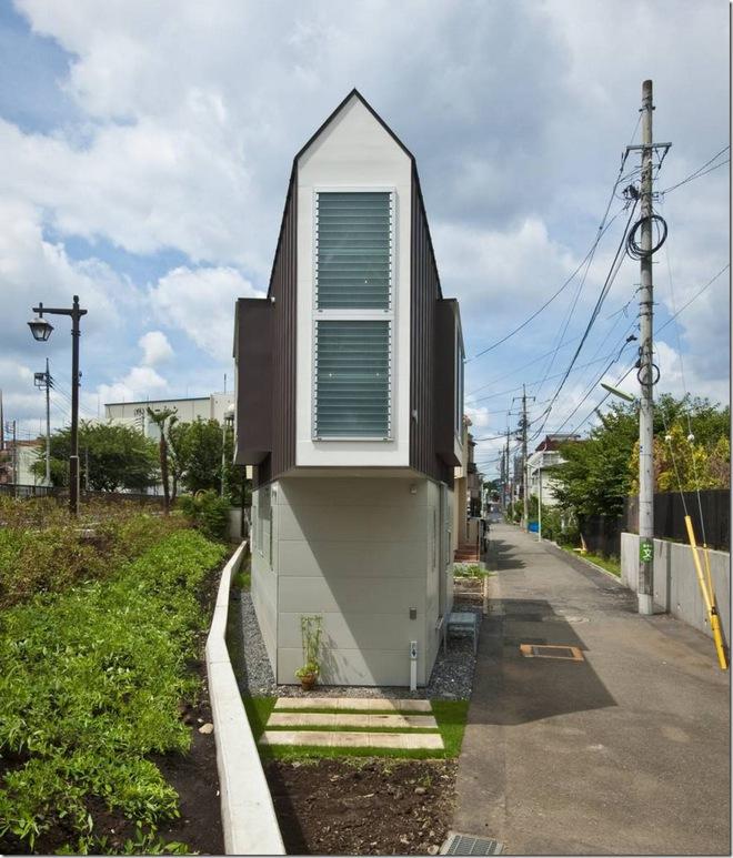 Căn nhà 2 tầng hình tam giác rộng 29m² tiện nghi, thoáng sáng bất ngờ - Ảnh 2.