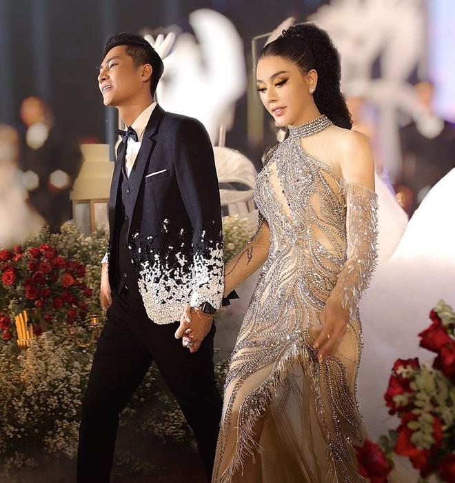 Lâm Khánh Chi và chồng kém tuổi bị đồn hợp đồng hôn nhân: Họ không tin người chuyển giới có hạnh phúc thật sự - Ảnh 5.