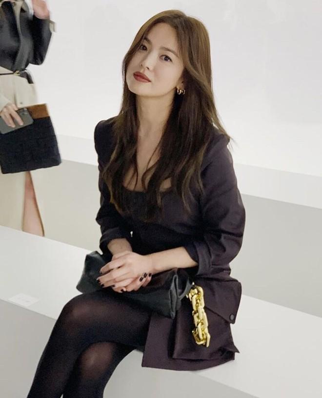 Song Joong Ki lại thua đau trước Song Hye Kyo: Nhà trai sự nghiệp chông chênh, ngoại hình xuống dốc còn mỹ nữ mang danh bị chồng bỏ thì thăng hạng từ nhan sắc tới danh tiếng - Ảnh 6.