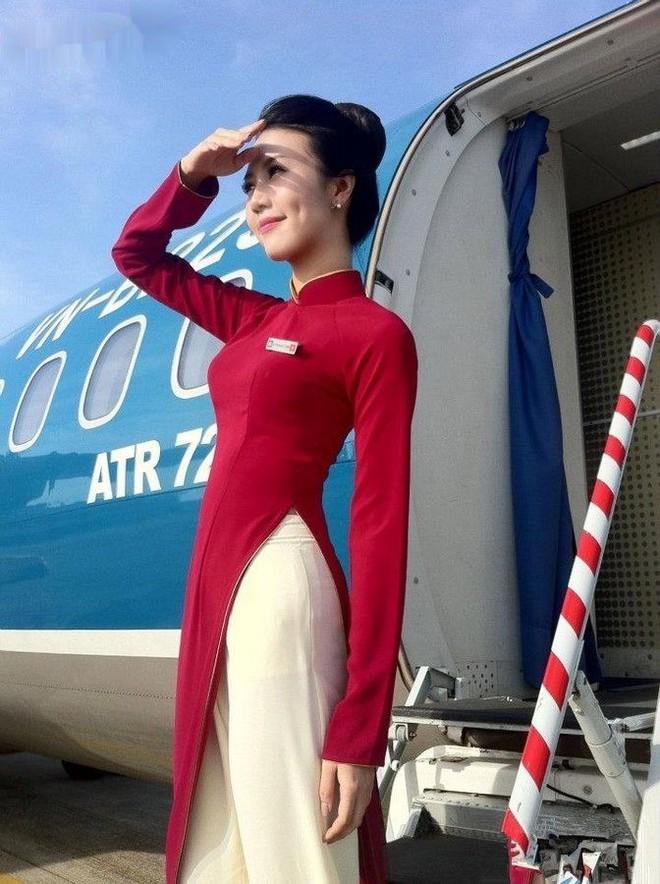 Trải qua 5 lần thay đổi đồng phục tiếp viên, Vietnam Airlines từng lọt Top 10 trang phục hàng không đẹp nhất thế giới và được nhận xét là ngày càng tinh tế, dịu dàng - Ảnh 6.