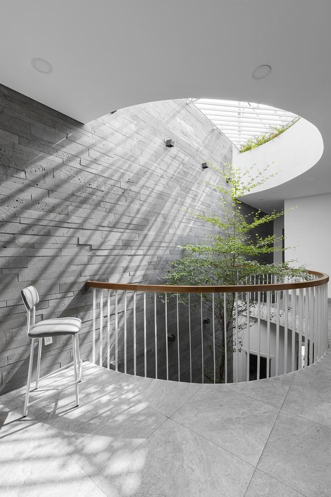 Tp.HCM: Căn nhà tạo sự ảo giác, có hồ cá Koi và vườn cây trên sân thượng - Ảnh 17.