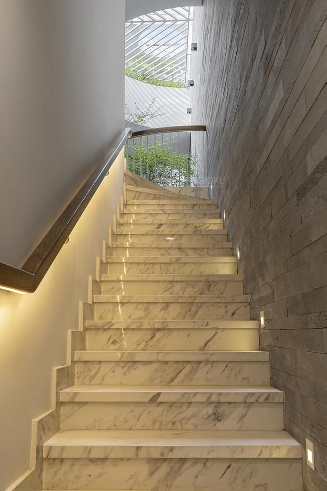 Tp.HCM: Căn nhà tạo sự ảo giác, có hồ cá Koi và vườn cây trên sân thượng - Ảnh 10.