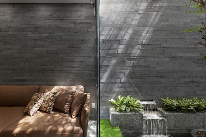 Tp.HCM: Căn nhà tạo sự ảo giác, có hồ cá Koi và vườn cây trên sân thượng - Ảnh 15.