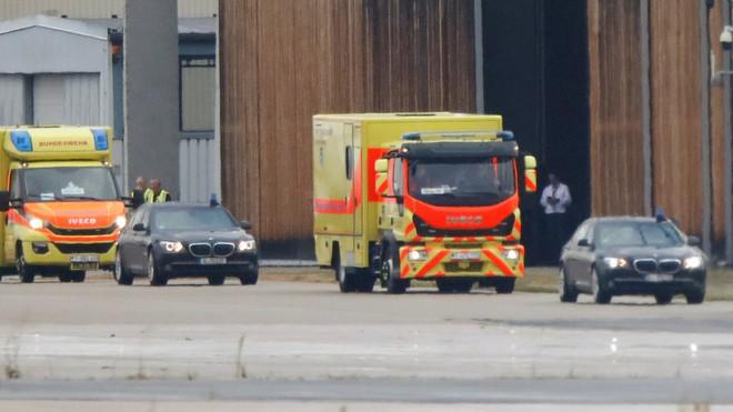 RT: Chính trị gia đối lập Nga tới Đức dưới danh khách của Thủ tướng, dùng xe cứu thương quân đội - Ảnh 1.