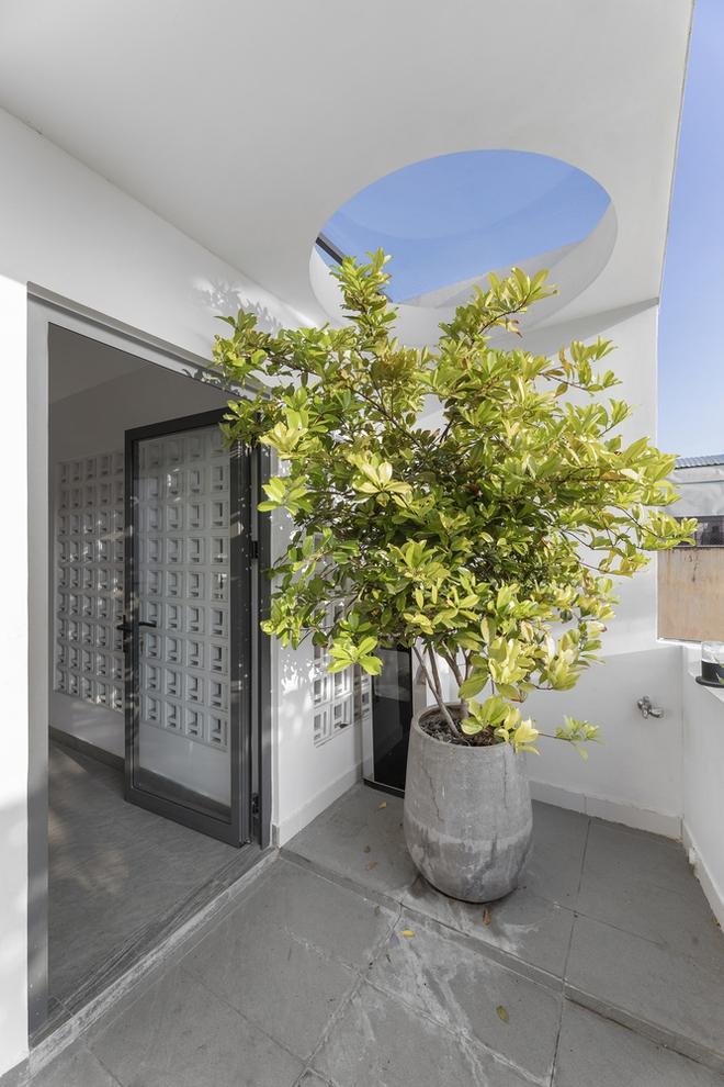 Tp.HCM: Căn nhà tạo sự ảo giác, có hồ cá Koi và vườn cây trên sân thượng - Ảnh 13.