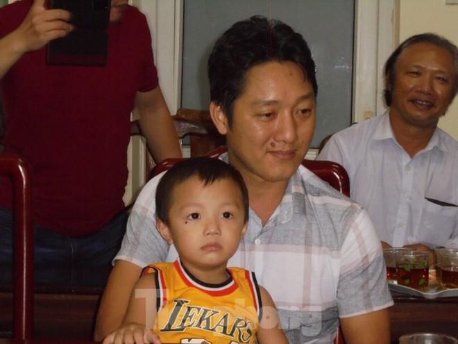 Nghẹn ngào khoảnh khắc bé trai bị bắt cóc ở Bắc Ninh đoàn tụ với gia đình - Ảnh 4.